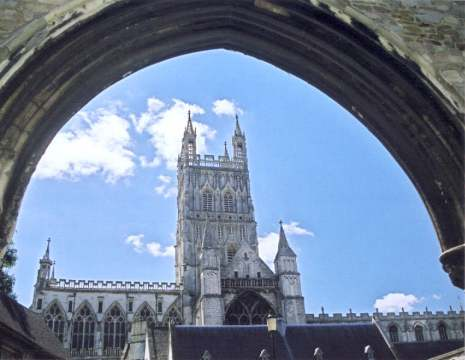 pg-gloucester-cathedral-through-the-arch